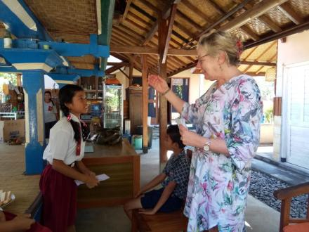 Beasiswa Oleh Yayasan Hunter/Bali Hearts and Hand Community Education Australia