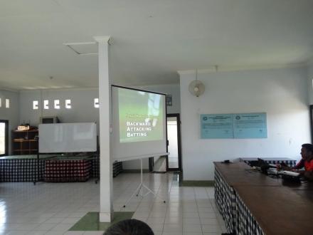 Pengenalan Olahraga Kriket kepada Sekolah Dasar (SD) di Desa Tamblang