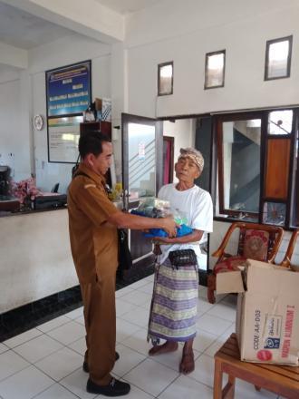 Dinsos Kabupaten Buleleng Bantu Korban Kebakaran