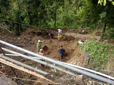 Perbaikan Jalan Ambrol Pasca Hujan Deras Oleh Pemerintah Provinsi Bali