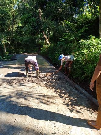 Warga Antusias Gotong Royong Perbaikan Jalan Lobong